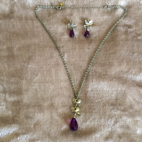 Avon Floral Goldtone Necklace and Earring Set
